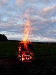 Feuerlauf zur Sommersonnwende